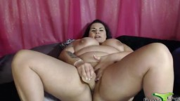 Chunky celebrity Qwen Steele XXX squirting her fat vagina