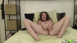 Mature squirter Cynthia Lynn gets a loud moaning climax