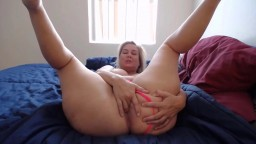 Curvaceous MILF Memphis with huge butt who likes to show off