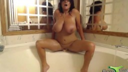 Flexible big titted Stephanie likes to play in the bath