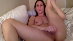 Phenomenal Suze Wonder stimulates erogen meaty clitoris