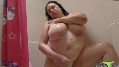 Fat horny Las Vegas BBW Julia Sands takes a shower