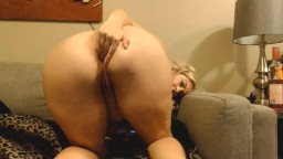Curvaceous MILF Becca looking to blow your mind and load
