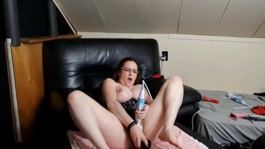 Talented brunette Zinnia Rose who into squirt on demand