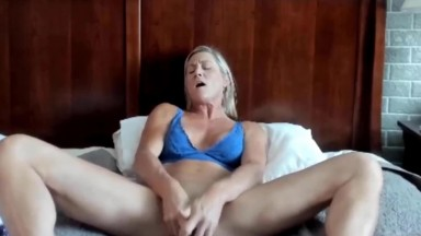 Queen of roleplay mommy Stevie cums for a virgin son