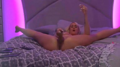 Incredible MILF proposes a sensual suck and titty fuck