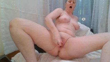 Housewife lies down and fucks a wet twat hard