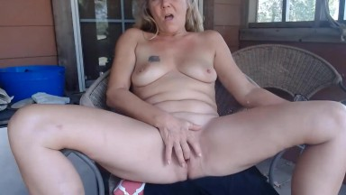 Adult Texas farm mom rubs a gaping crotch for viewer