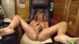 MILF knows how to give an unforgettable treating