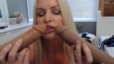 Sultry mommy Kelly Collins wears long strap on pegging you