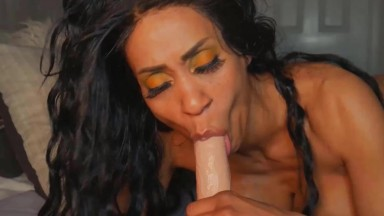 Filthy mommy Gloria Lamour wants you to share her with daddy