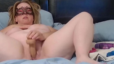 Mysterious mature Shayna in mask to become your lustful secret