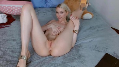 Flexible Holly is not only an eye candy but also soul food