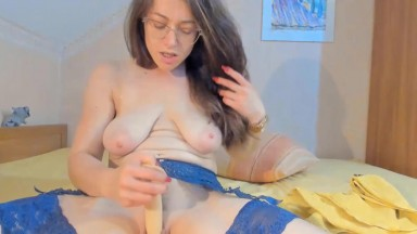 Hungarian JOI specialist Anna Rose squirting her slutty vagina