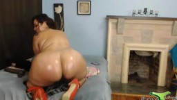 Mature cute face BBW twerker Jessica loves big dildos