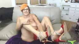 Fun loving sexy grandma Bluemynx is ready to ignite your desire